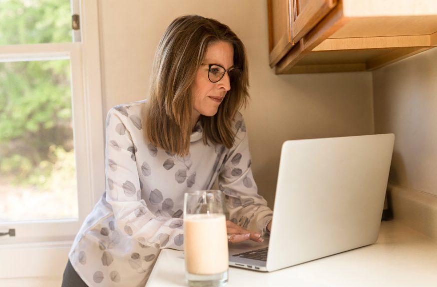 woman-laptop-milk